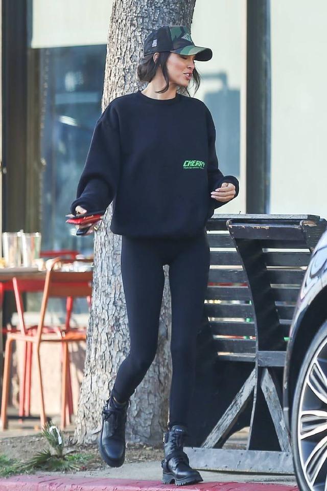 超模肯达尔詹娜和友人现身洛杉矶街头 肯达尔,超模,詹娜,友人,现身 第3张图片