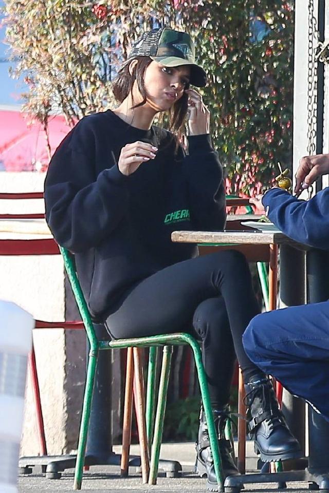 超模肯达尔詹娜和友人现身洛杉矶街头 肯达尔,超模,詹娜,友人,现身 第4张图片