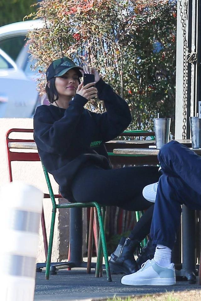 超模肯达尔詹娜和友人现身洛杉矶街头 肯达尔,超模,詹娜,友人,现身 第5张图片