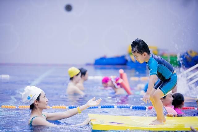 亲子游泳项目投资大热 早教行业发展趋势渐显