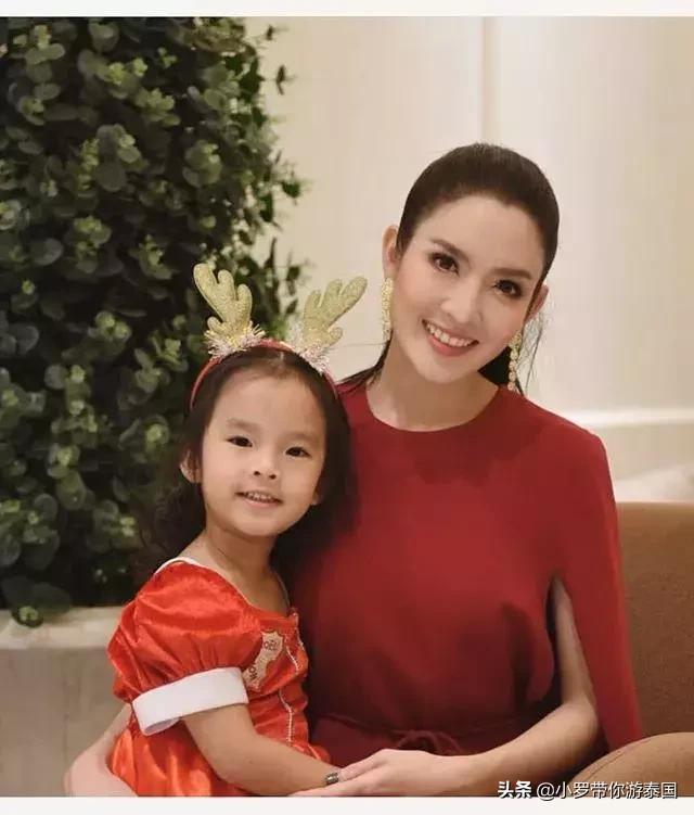 泰国女神Aff和Songkran,对女儿的问题回答完全相反 泰国,女神,问题回答,完全,相反 第1张图片