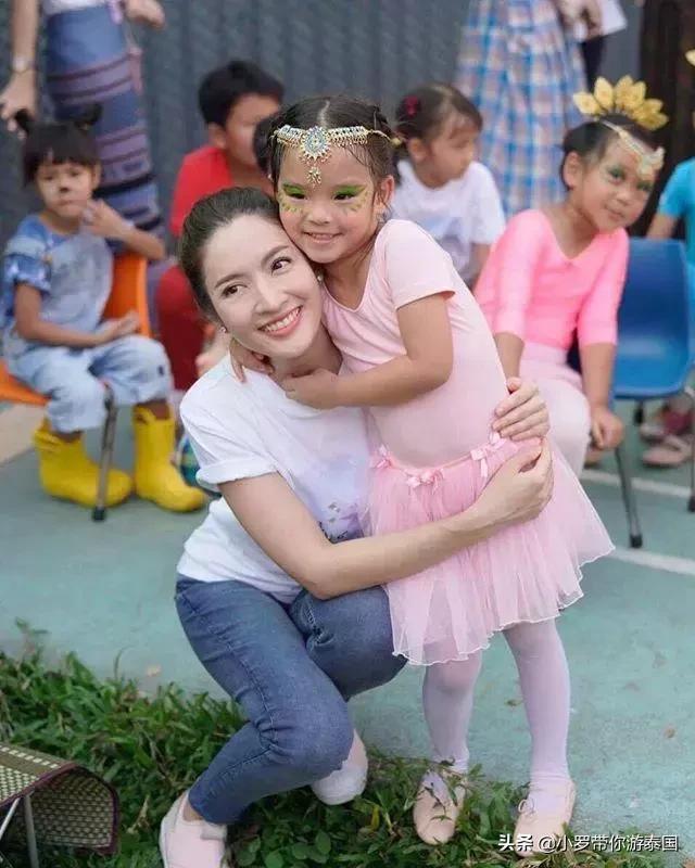 泰国女神Aff和Songkran,对女儿的问题回答完全相反 泰国,女神,问题回答,完全,相反 第4张图片