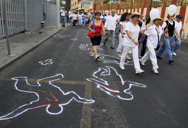 墨西哥禁毒英雄被灭门,毒贩猖狂百姓遭殃,曾号称比中国幸福? ... 卡尔德龙,墨西哥缉毒,墨西哥总统,墨西哥,禁毒 第5张图片