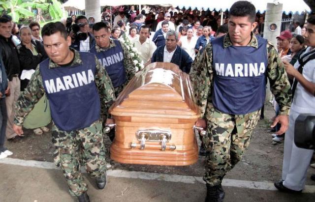 墨西哥禁毒英雄被灭门,毒贩猖狂百姓遭殃,曾号称比中国幸福? ... 卡尔德龙,墨西哥缉毒,墨西哥总统,墨西哥,禁毒 第3张图片