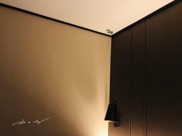 马来西亚的酒店房间天花板上都有个小箭头,你知道是做什么的吗? ... 发现,刘小顺,酒店,房间,天花板 第2张图片
