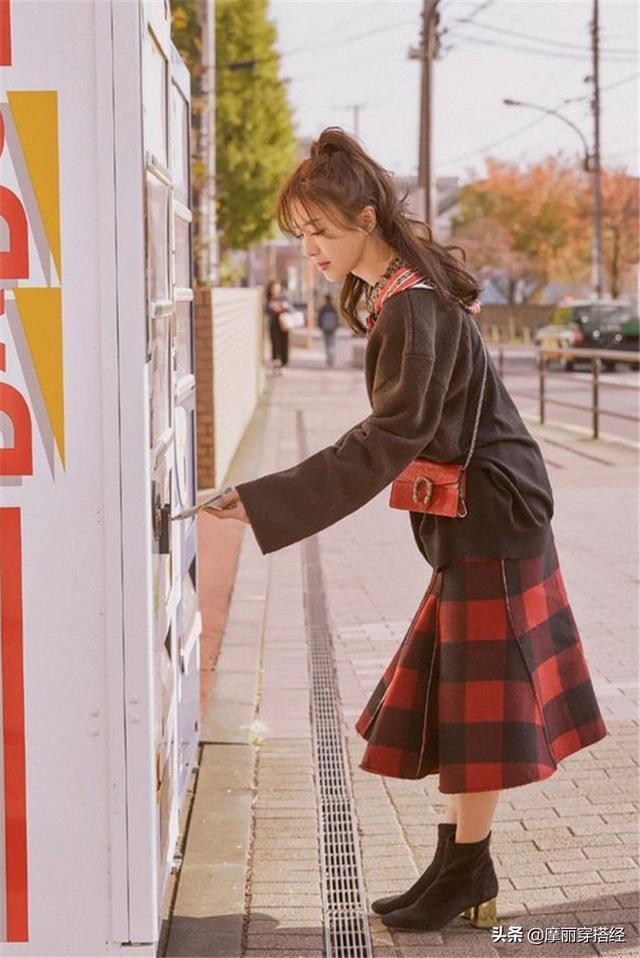 想展现复古风情,格纹裙来实现你的愿望,浪漫一整个春季 展现,复古,复古风情,风情,实现 第3张图片