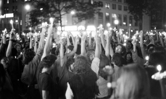 50年前纽约酒吧里的一场骚乱,和美国人的同性平权 | 石墙50年 ... 纽约,酒吧,骚乱,和美,美国 第1张图片