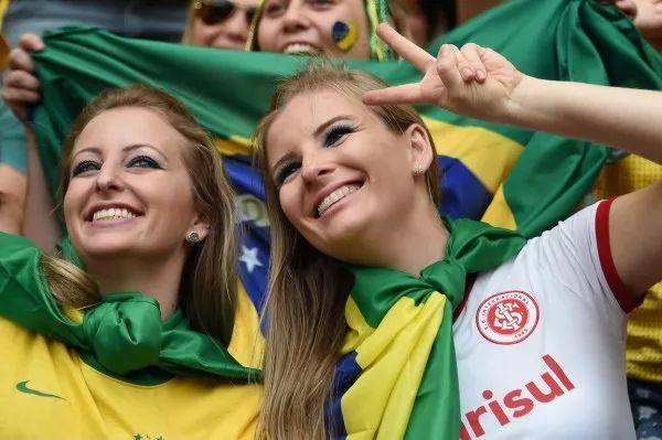 23岁巴西美女和54岁中国老大爷恋爱了 华人圈,巴西,老花眼,爸爸,男友 第1张图片