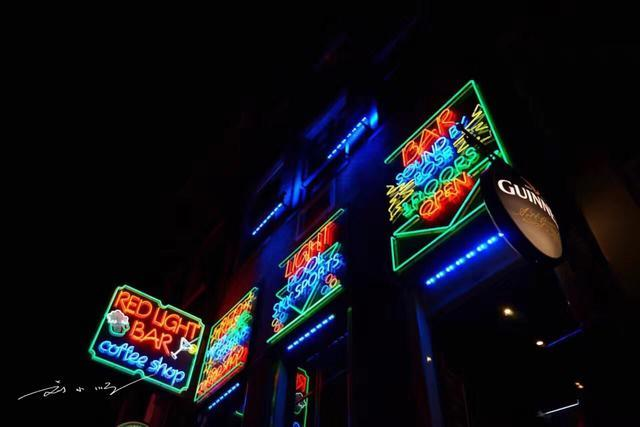 东西方文化的差异:泰国红灯区藏在夜市里,荷兰红灯区开在马路边 ... 马路,帕蓬夜市,刘小顺,东西方文化,差异 第6张图片