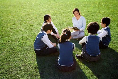 """""""人来疯""""的孩子是外向吗?育儿专家:家长这三种管教方式,要改了 ... 孩子,外向,育儿,育儿专家,专家 第1张图片"""