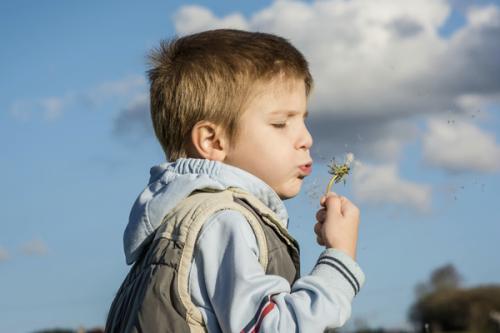 """""""人来疯""""的孩子是外向吗?育儿专家:家长这三种管教方式,要改了 ... 孩子,外向,育儿,育儿专家,专家 第2张图片"""