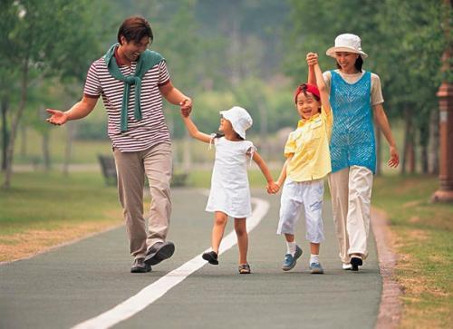 """""""人来疯""""的孩子是外向吗?育儿专家:家长这三种管教方式,要改了 ... 孩子,外向,育儿,育儿专家,专家 第5张图片"""