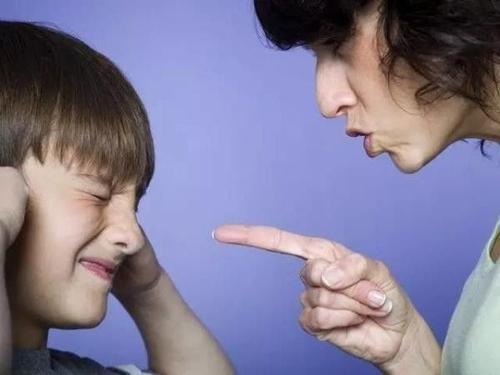 """""""人来疯""""的孩子是外向吗?育儿专家:家长这三种管教方式,要改了 ... 孩子,外向,育儿,育儿专家,专家 第6张图片"""