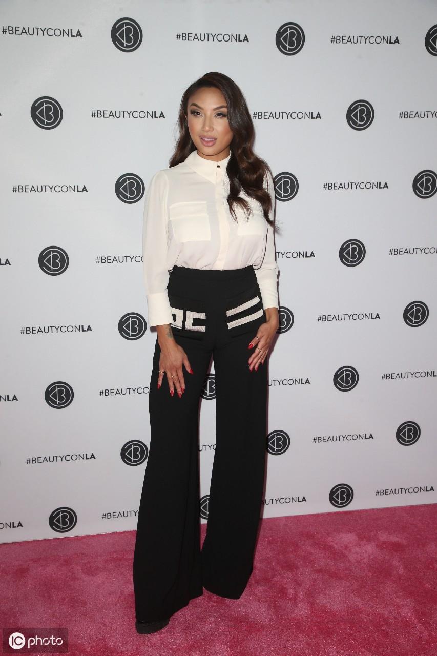 2019年8月10日泰勒抵达洛杉矶市洛杉矶会议中心的Beautycon节 泰勒,美利坚合众国,洛杉矶市,抵达,洛杉矶 第3张图片