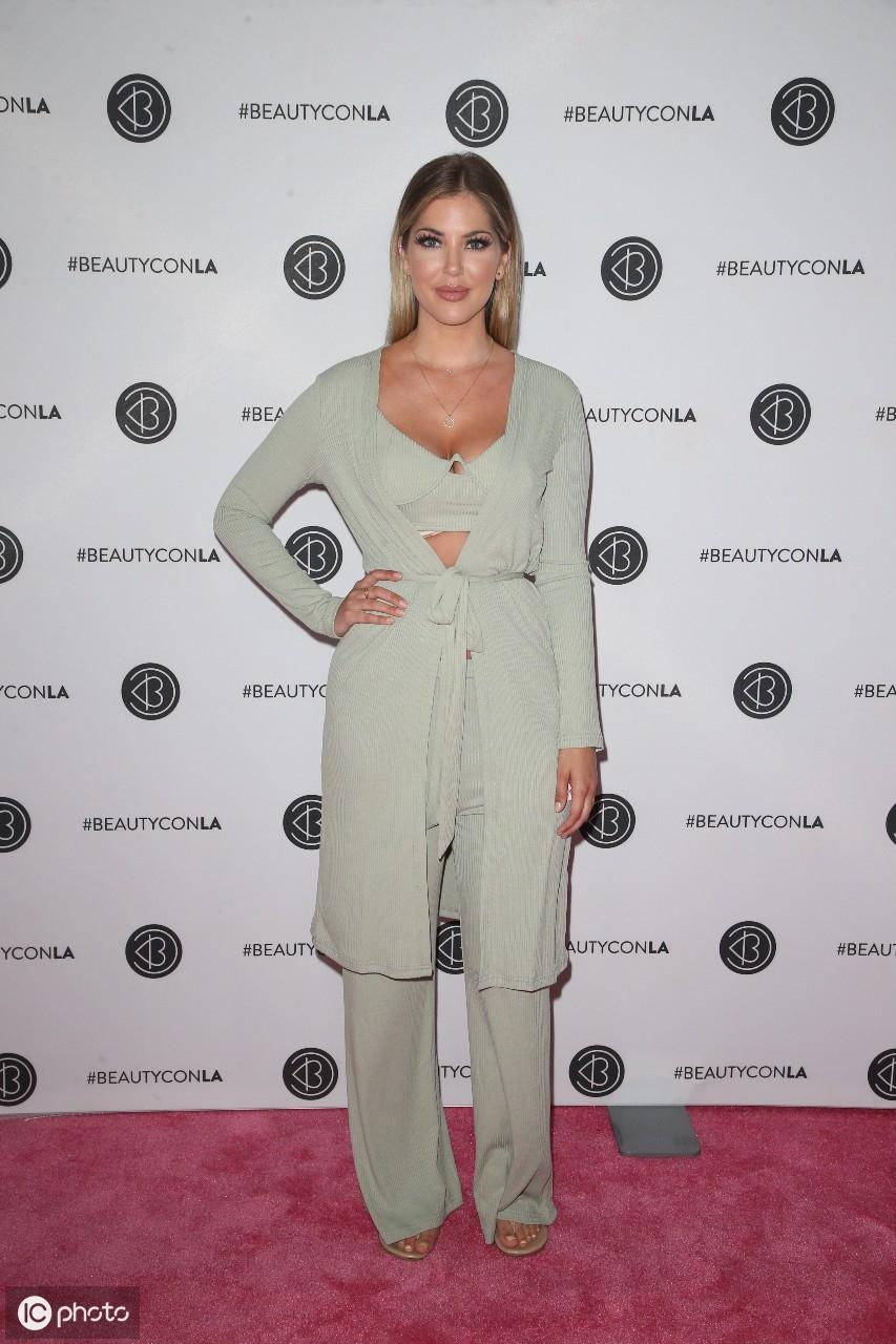 2019年8月10日泰勒抵达洛杉矶市洛杉矶会议中心的Beautycon节 泰勒,美利坚合众国,洛杉矶市,抵达,洛杉矶 第7张图片