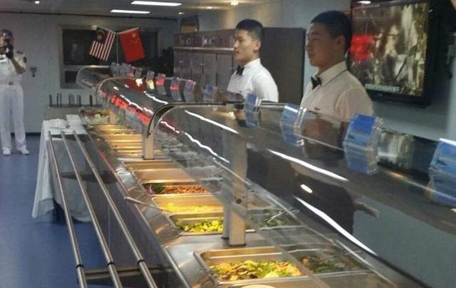 辽宁舰一天消耗10吨以上食物 餐厅包含各大菜系!这还不是最好的 ... 辽宁,辽宁舰,一天,消耗,以上 第1张图片