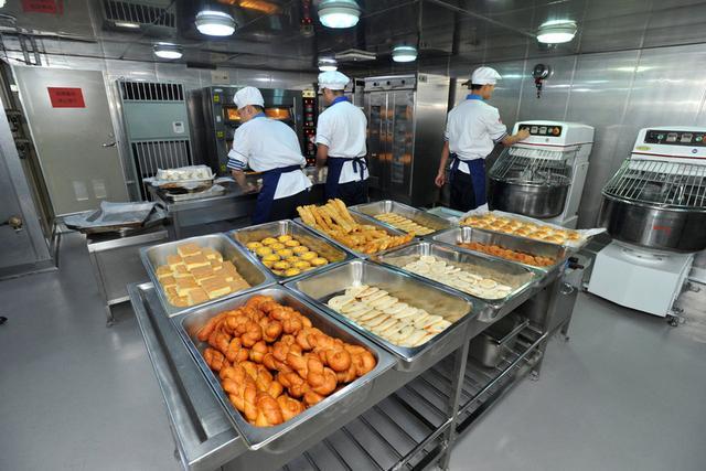 辽宁舰一天消耗10吨以上食物 餐厅包含各大菜系!这还不是最好的 ... 辽宁,辽宁舰,一天,消耗,以上 第2张图片