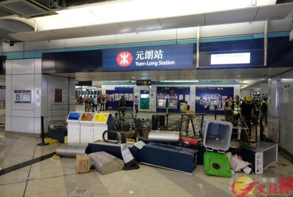 """香港暴徒用镭射照市民,遭怒斥:""""打爆你个头!"""" 来源,打爆你个头!,防暴警察,香港,暴徒 第9张图片"""