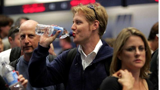 """机场版""""禁塑令"""",今后,你在旧金山机场再也买不到塑料瓶装水了 ... 来源,自动售货机,碳酸饮料,机场,今后 第1张图片"""