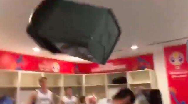 淘汰夺冠热门阿根廷男篮嗨了!抛垃圾桶拍电视,唯有一人一脸淡定 ... 淘汰,夺冠,热门,阿根廷,男篮 第3张图片