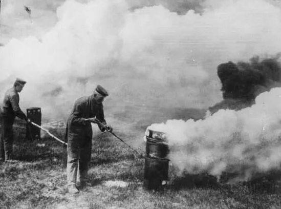 一战时最致命的杀人武器,吓得英国人每天必须戴上这个  第4张图片