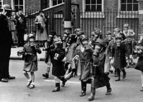 一战时最致命的杀人武器,吓得英国人每天必须戴上这个  第9张图片