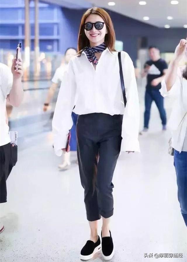 奶奶裤与衬衫结合,早秋的穿搭不用愁了 白色的,白衬衫,都可以,休闲鞋,整体的 第6张图片