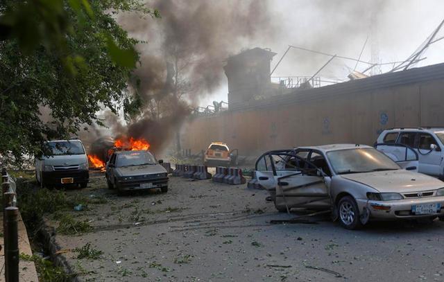 911事件18周年,美国大使馆外再次遭到火力打击,外墙都被炸穿了 ... 事件,周年,美国,美国大使馆,大使 第4张图片