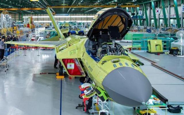 韩国高调炫耀国产隐身战机,关键技术捏在美国手里,想飞起来很难