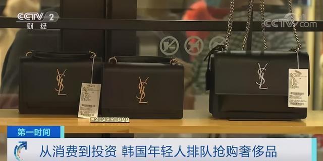 韩国青年排队抢购奢侈品 网友:大多是买手,为中国代购而买? 第3张图片