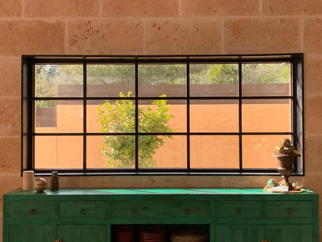 标致的西班牙原木风石屋 第10张图片