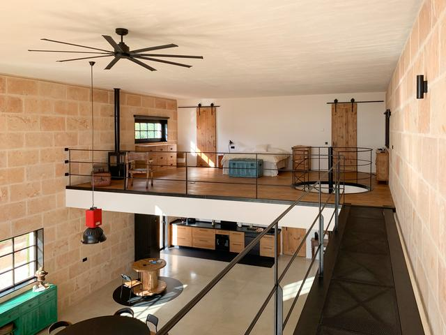 标致的西班牙原木风石屋 第13张图片