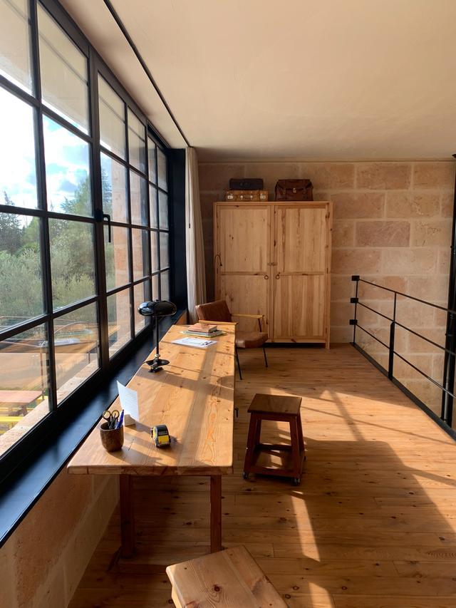 标致的西班牙原木风石屋 第14张图片