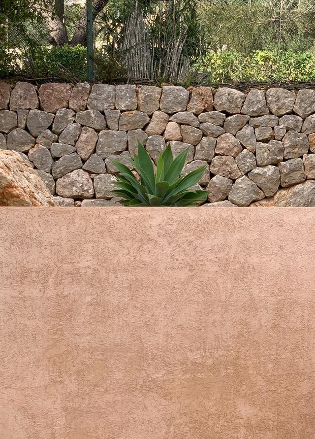 标致的西班牙原木风石屋 第16张图片