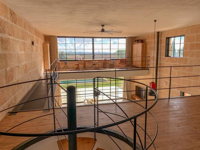 标致的西班牙原木风石屋 第15张图片