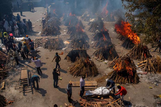 日增40万!大街飘焚尸味,医院火灾烧活人,印度疫情恐拖垮天下 第2张图片