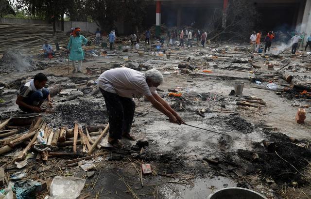 日增40万!大街飘焚尸味,医院火灾烧活人,印度疫情恐拖垮天下 第4张图片