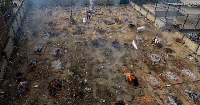 日增40万!大街飘焚尸味,医院火灾烧活人,印度疫情恐拖垮天下 第6张图片