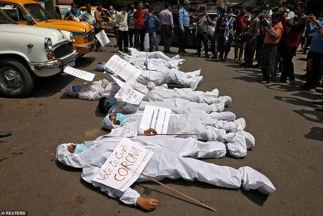 日增40万!大街飘焚尸味,医院火灾烧活人,印度疫情恐拖垮天下 第11张图片