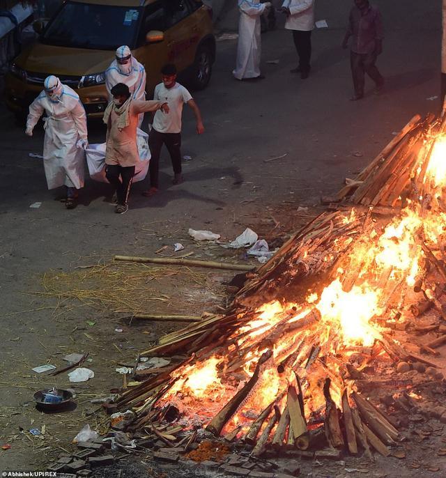 日增40万!大街飘焚尸味,医院火灾烧活人,印度疫情恐拖垮天下 第35张图片