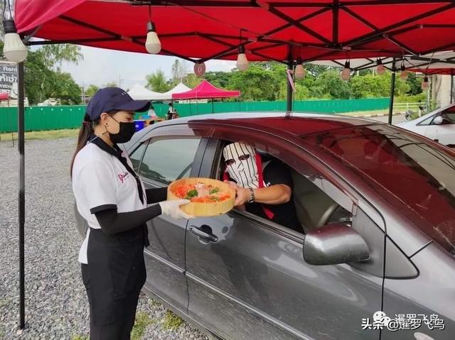 """疫情下的创新,关餐厅不关厨房,泰国""""汽车餐厅""""获赞被刷屏 第6张图片"""