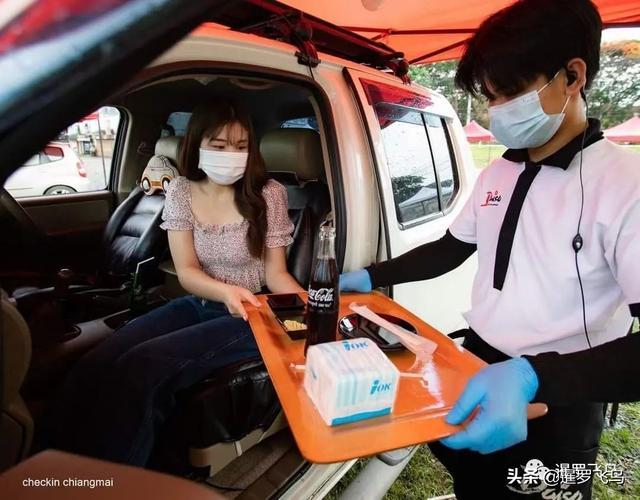 """疫情下的创新,关餐厅不关厨房,泰国""""汽车餐厅""""获赞被刷屏 第7张图片"""
