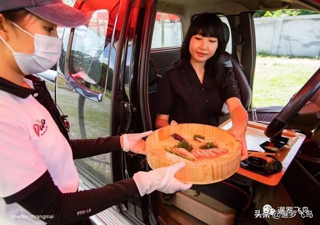 """疫情下的创新,关餐厅不关厨房,泰国""""汽车餐厅""""获赞被刷屏 第8张图片"""