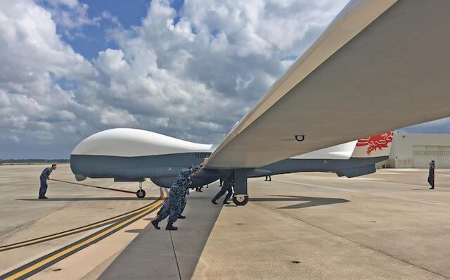 中美交锋,美军动作已不断,无人机部署日本,解放军迎来练手靶子