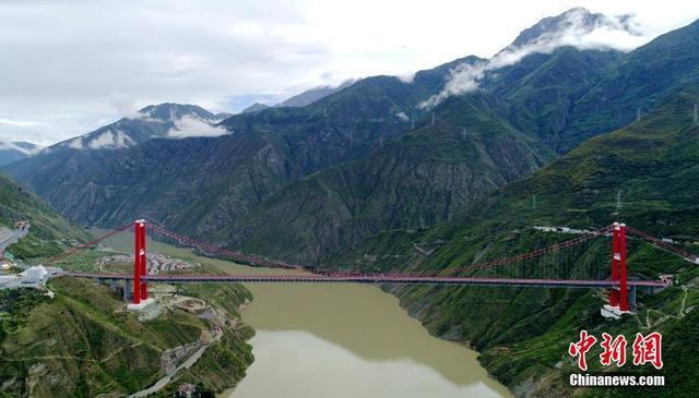 """""""川藏第一桥""""横跨天堑 惠泽大渡河两岸"""