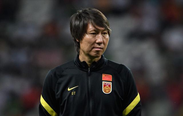 亚足联宣布紧急决定,国足冲击世界杯遭重创,李铁或失2名归化