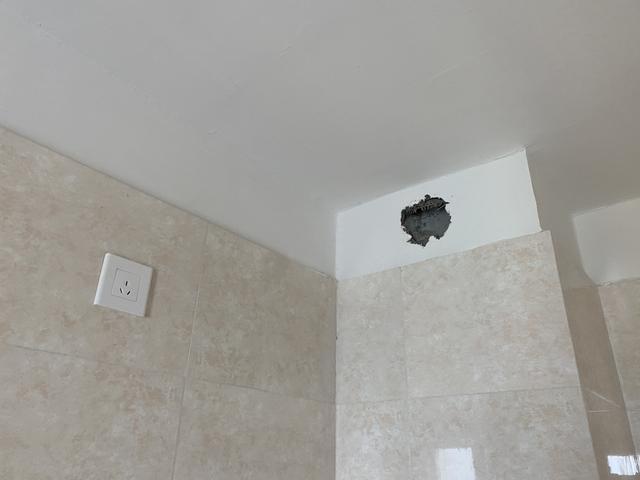 无窗洗手间必定是鸡肋?我家装修时做了3件事,暗卫比明卫还好用 第3张图片