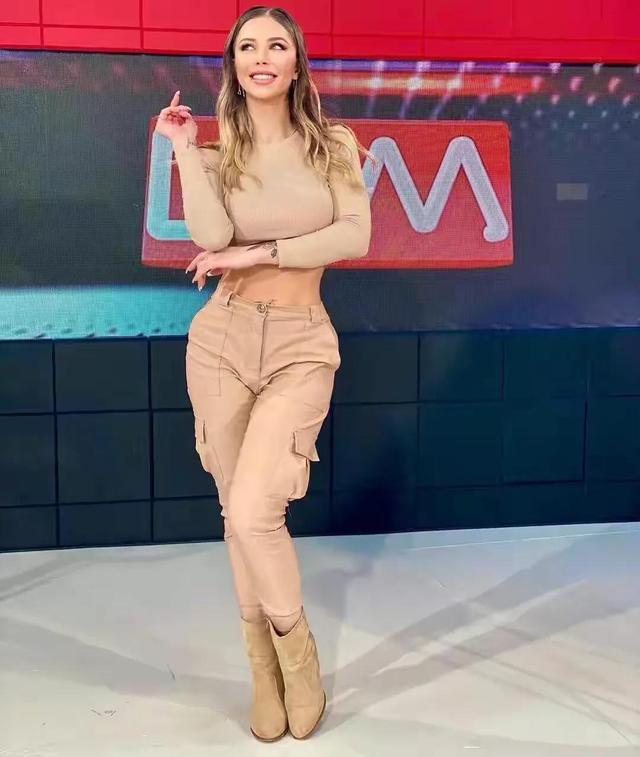 阿根廷女主持,身段曲线完善,收视率暴涨,好身段离不开自律 第2张图片