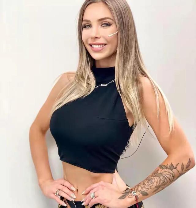 阿根廷女主持,身段曲线完善,收视率暴涨,好身段离不开自律 第3张图片