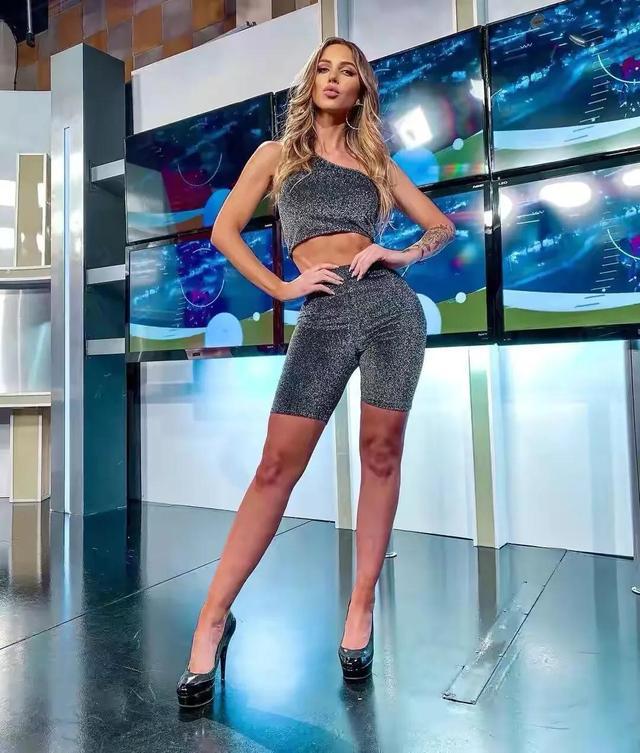 阿根廷女主持,身段曲线完善,收视率暴涨,好身段离不开自律 第5张图片